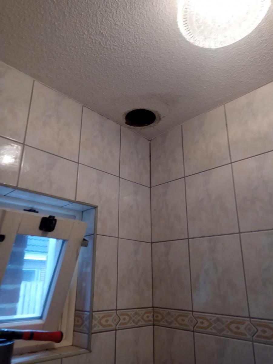 gat-boren-in-plafond-2